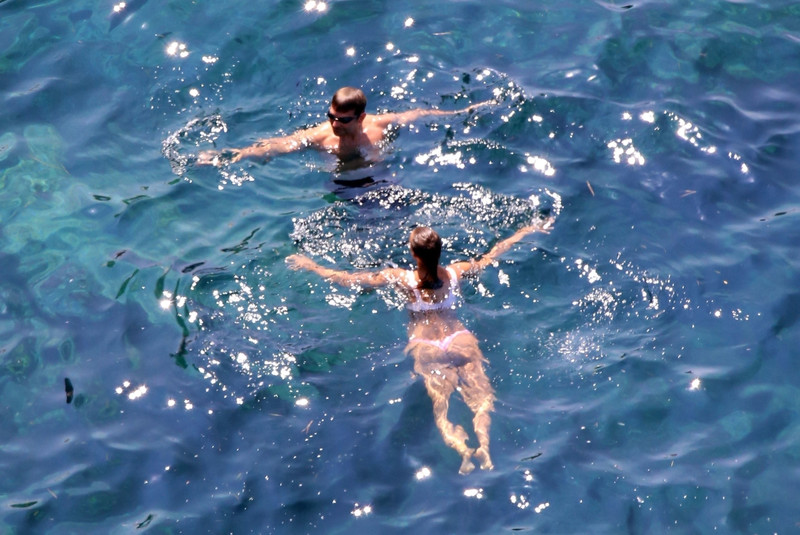 Bradley-Cooper-and-Irina-Shayk-while-on-holiday-together-in-Positano%2C-Italy-l6r03ic5sq.jpg
