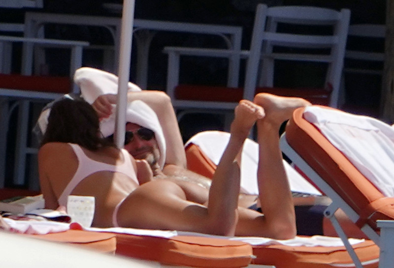 Bradley-Cooper-and-Irina-Shayk-while-on-holiday-together-in-Positano%2C-Italy-s6r03hx3nc.jpg