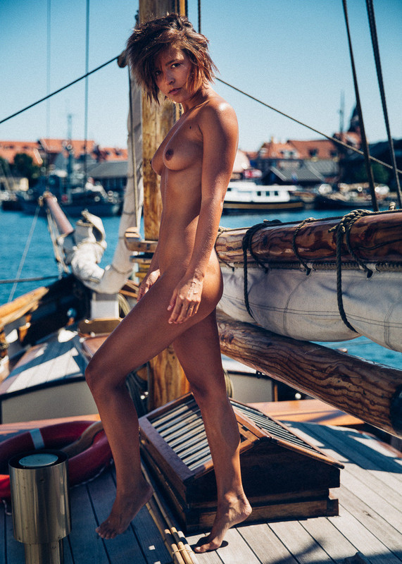 Marisa Papen nude photo shoot like a naked captain on a yacht