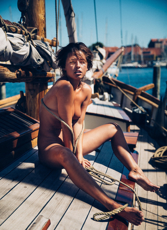 Marisa-Papen-nude-photo-shoot-like-a-naked-captain-on-a-yacht-y6r031kv5o.jpg