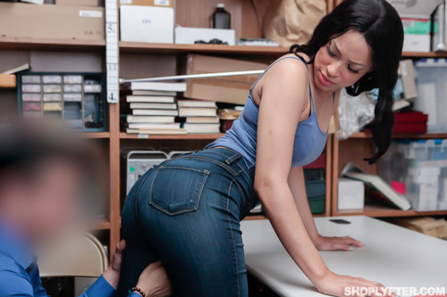 Shoplyfter: Amethyst Banks - Case No. 8736269 (1080p)
