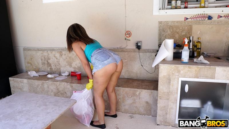 Valentina Jewels : Big Latina Ass Bouncing All Over My Dick ## BANG BROS