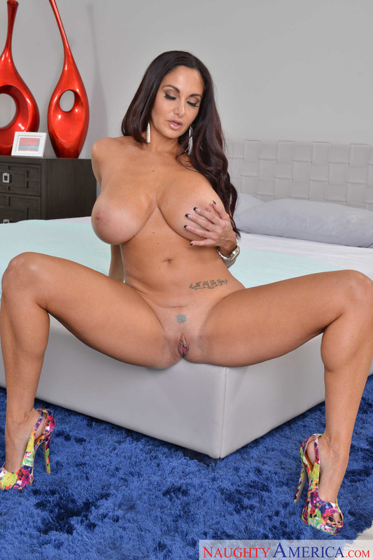 Ava Addams : Fucking in the bedroom with her brown eyes ## NAUGHTY AMERICA 06rqdshvwm.jpg