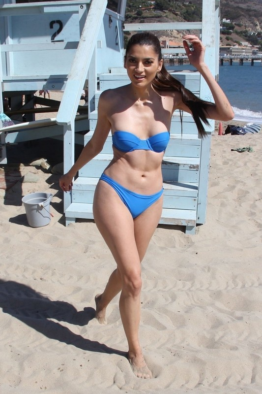Blanca-Blanco-enjoy-the-last-few-warm-days-of-Fall-at-the-beach-in-Malibu-a6rwb5cc3a.jpg