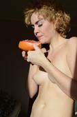 Monroe-Fruit-In-Hand-10-23-c6rw8qkeit.jpg