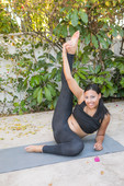 Cassie-Taylor-Cassie-Doing-Some-Yoga-12-09-n6sw8aw7n3.jpg