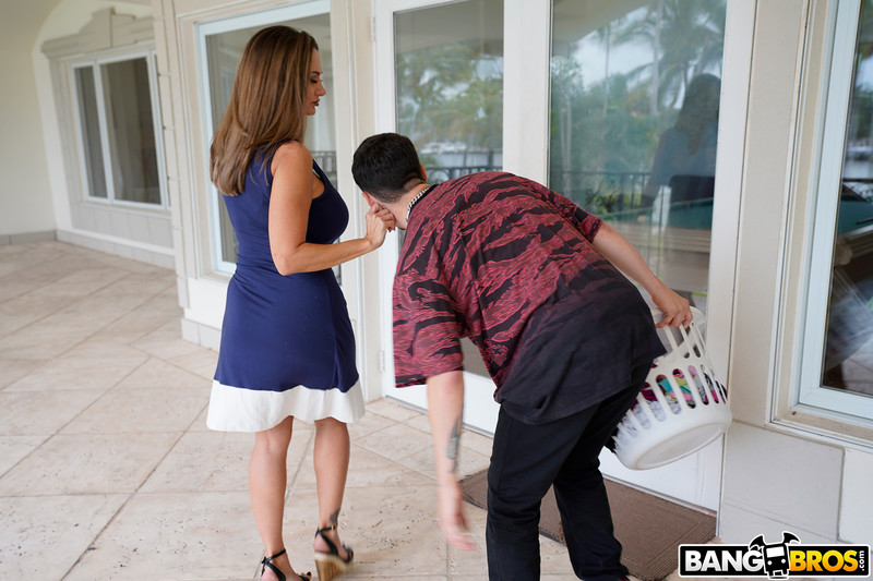 Ava-Addams-%3A-Ava-Fucks-Her-Stepson-for-Sniffing-Her-Panties-%23%23-BANG-BROS-l6sw6dj4s1.jpg