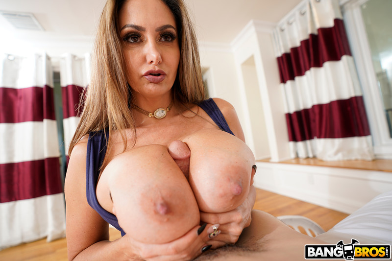 Ava-Addams-%3A-Ava-Fucks-Her-Stepson-for-Sniffing-Her-Panties-%23%23-BANG-BROS-c6sw6h0ybn.jpg