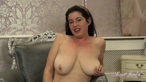 AuntJudys 18 12 14 Seducing Auntie Janey XXX 1080p MP4-KTR