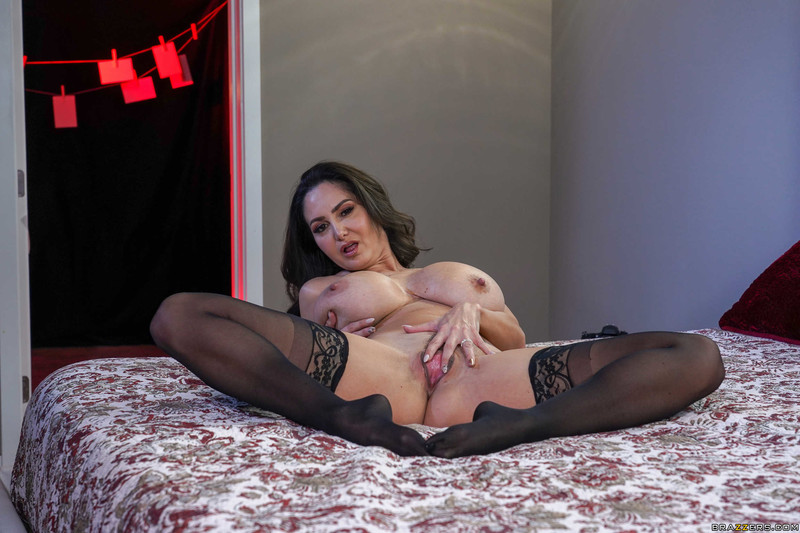 Ava-Addams-%3A-Pictures-of-Her-%23%23-BRAZZERS-16tu66ggkc.jpg
