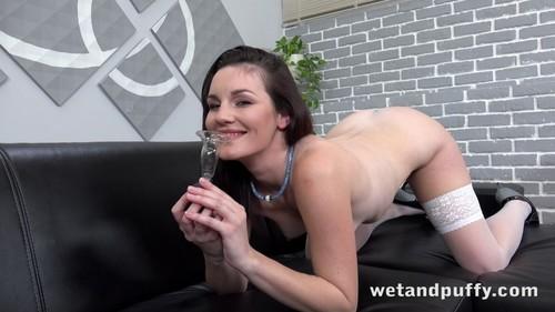 WetAndPuffy 19 02 06 Amanda Hill Oiled Up And Pleasured XXX 2160p MP4-KTR