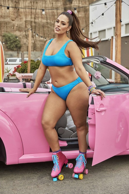 Ashley-Graham-teamed-up-with-Swimsuits-for-All-for-her-2019-Resort-collection-x6u8io1a4p.jpg