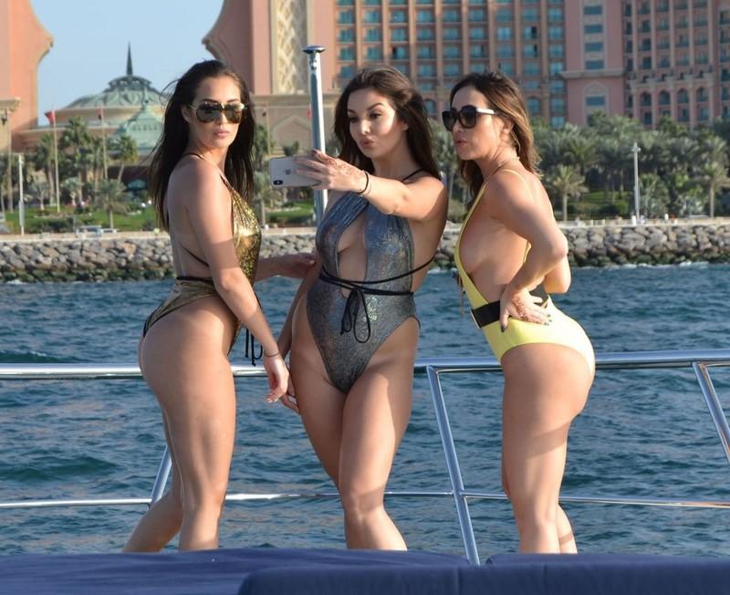 Lauryn-Goodman%2C-Amelia-Goodman%2C-Chloe-Goodman-at-Palm-Jumeirah-Hotel-in-Dubai-n6ul2xb26w.jpg