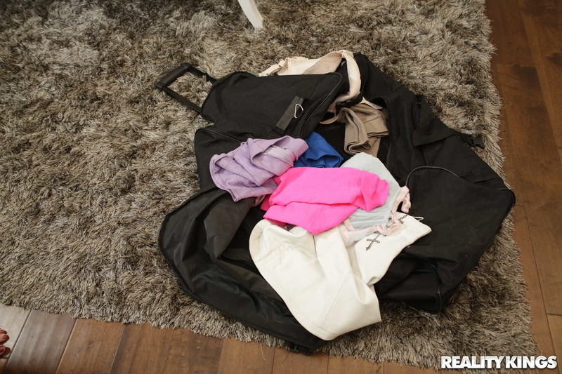 Jasmine-Jae-%3A-What-Is-In-Your-Luggage-%23%23-REALITY-KINGS-46upi7x0lq.jpg
